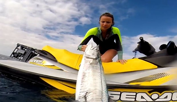 m_spearfishing-a-big-mackerel