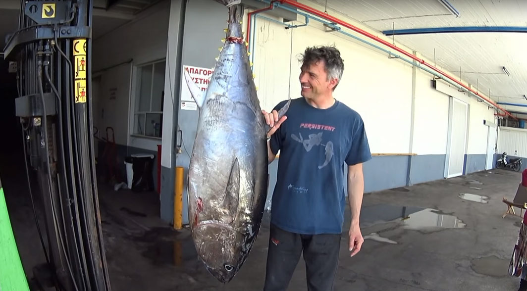 spearfishing 65 kilo Greek Tuna - The spearo and the Tuna